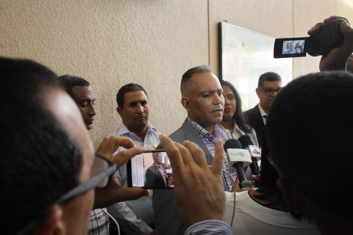 Photo of Abogados de Ramfis Domínguez Trujillo interponen querella contra alcaldesa de Salcedo y miembro de Comité Político del PLD