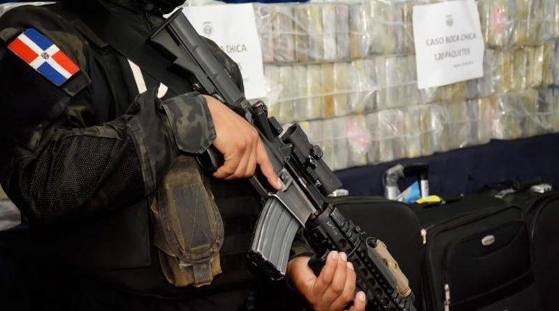 Photo of DNCD ocupa 120 paquetes de presunta cocaína y apresa cuatro hombres en SDE
