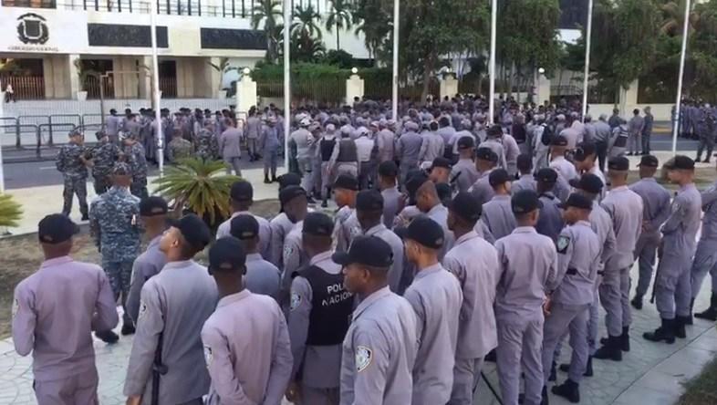 Photo of EEUU advierte a sus ciudadanos que eviten acercarse al Congreso dominicanoj