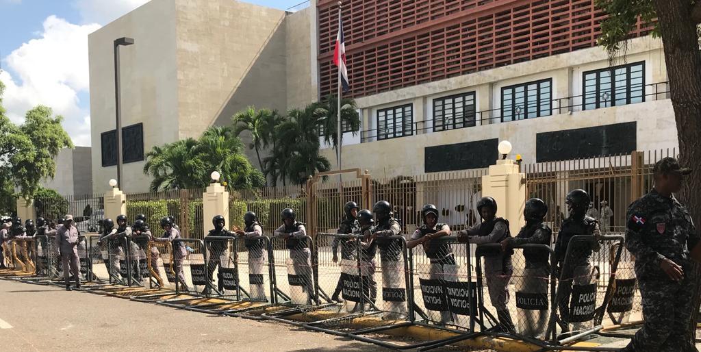 Photo of Cercan nueva vez perímetro del Congreso tras anuncio visita de Leonel Fernández