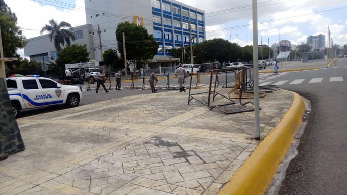 Photo of Diputados levantan sesión sin someter proyecto reforma constitucional, mientras policías se retiran del área