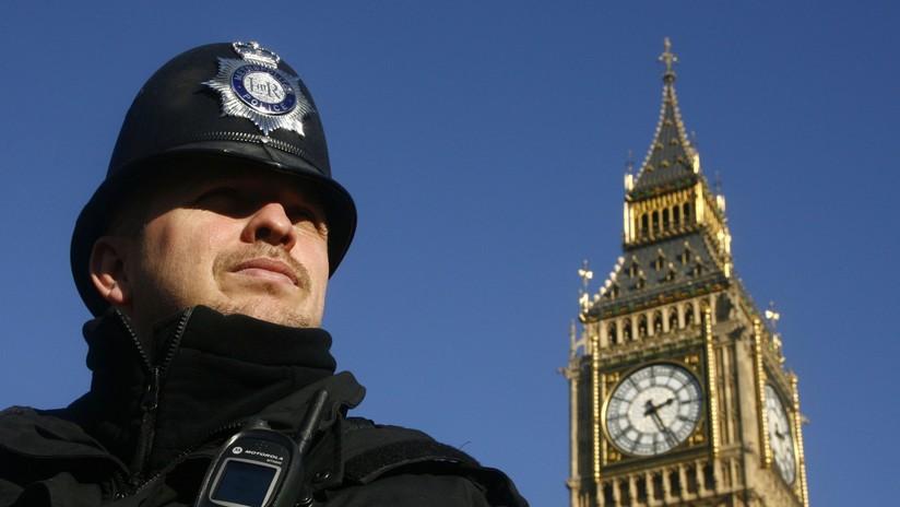 Photo of 'Hackean' la cuenta de Twitter de la Policía de Londres y lanzan una serie de extraños mensajes