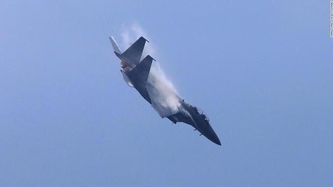 Photo of Aviones de combate de cuatro países se encaran en confrontación asiática
