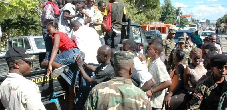 Photo of Usan ambulancia para traficar con haitianos