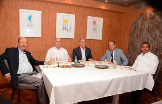 Photo of Danilo Medina se reúne con precandidatos presidenciales en el Palacio Nacional