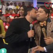 Manny Manuel le pidió un beso a El Pachá, y este acepto