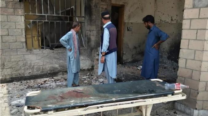 Photo of Nueve muertos en ataque suicida a un hospital en Pakistán