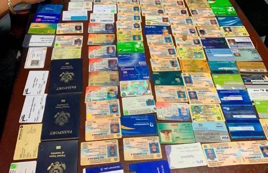 Photo of Atracador tenía 67 cédulas, 33 tarjetas y 27 seguros médicos de sus víctimas