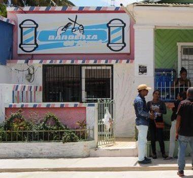 """Monchy dice llama la atención que en Villa Vásquez haya una peluquería """"tan moderna"""", con «aire» y cámara"""