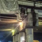 Hallan 19 muertos en México, 9 colgados de un puente