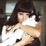 No te enamores de una mujer que ama a Los Gatos