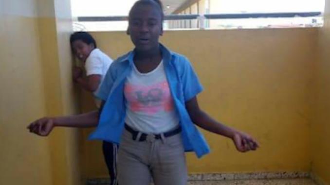 Photo of Niña de 14 años muere ahogada mientras buscaba cucaracha de mar