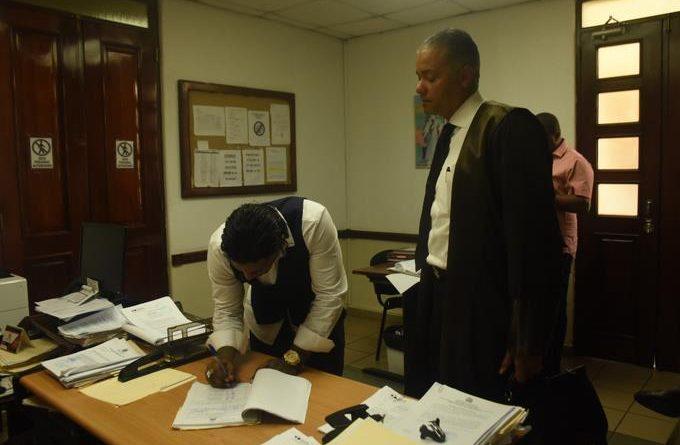 Photo of Omega deja de firmar libro de control en tribunal y ahora le suman dos meses más