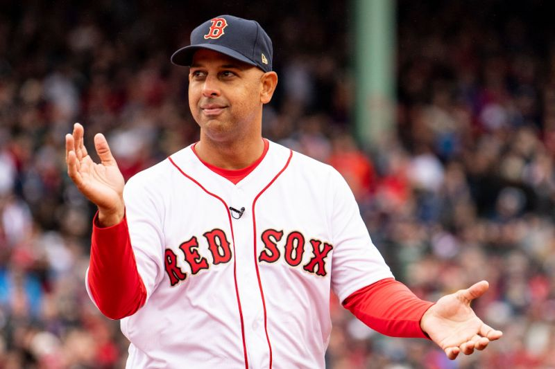 Photo of Manager Alex Cora recibe voto de confianza por la gerencia de los Medias Rojas