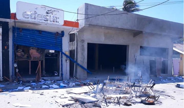 Photo of Apresan sospechosos de incendiar oficina de EDESUR en Enriquillo
