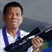 Presidente de Filipinas invita a disparar y agredir a funcionarios corruptos, pero no matarlos