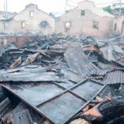 Siete establecimientos fueron arrasados por un fuego