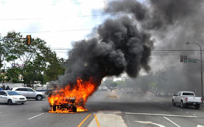 Photo of Explota vehículo se había incendiado en avenida Máximo Gómez