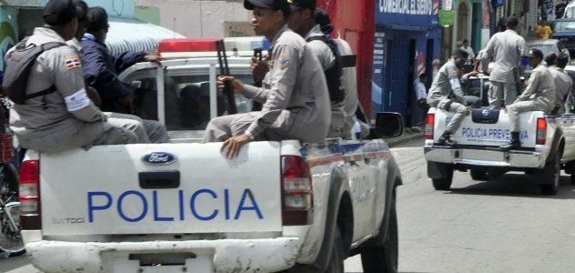 Apresan joven se hacía pasar por miembro policial, le ocupa pistola y propiedades de la Policía Nacional