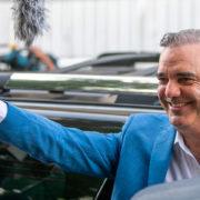 """Luis Abinader con más de 50% de votos por encima de Hipólito, dice «hoy se inicia el cambio"""""""