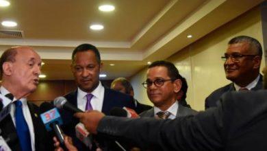 Photo of Senadores Prim Pujals provincia de Samaná y Manuel Güichardo de Valverde renunciantes al PLD; crean bloque La fuerza del Pueblo en el Congreso