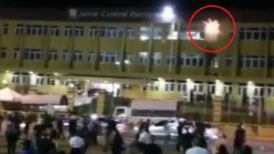 Photo of Somos Pueblo denuncia tiraron bomba lacrimógena a jóvenes desde dentro de la JCE