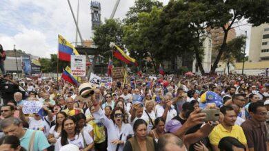 Photo of Miles se concentran en Caracas para marchar contra Maduro