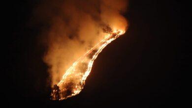 Photo of ¡Un extraño incendio! En Constanza arde una montaña